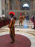 Protetores do suíço na basílica de Peter de Saint Imagem de Stock
