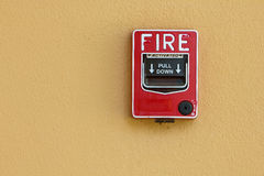 Protezione antincendio rossa del contenitore di allarme antincendio Fotografie Stock