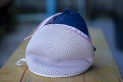 Protezione delle borse della lavanderia affinchè biancheria intima lavino fotografie stock