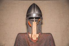 Protezione medievale del casco e del corpo dell'armatura Fotografia Stock