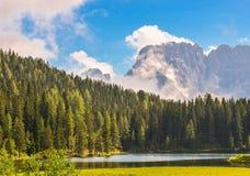 Protezioni della montagna dal maltempo immagine stock libera da diritti