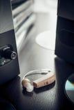 Prothèse auditive et orateur de musique photos libres de droits