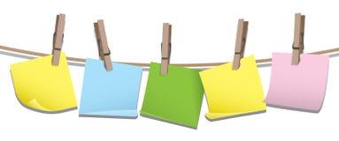 Protokollanmerkungen, die an einer Zeile hängen Stockbilder