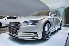 Prototipo en una sala de exposición, Pekín, China de Audi E-Tron foto de archivo