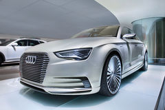 Prototyp Audis E-Tron in einem Ausstellungsraum, Peking, China stockfoto