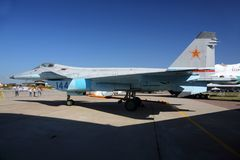 Prototyp av Mikoyan Gurevich 1 44 144 BLÅTT av ryssflygvapenanseende på Zhukovsky under airshow MAKS-2015 Arkivfoton