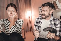 Proud man and sad woman playing a video game Royalty Free Stock Photos