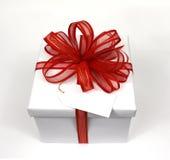 Proue rouge de cadeau blanc Photo libre de droits