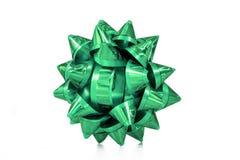 Proue verte de cadeau La surprise presen l'arc sur le fond d'isolement par blanc Noël d'anniversaire Photographie stock