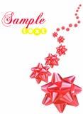 Proues rouges de cadeau à l'arrière-plan blanc Image stock