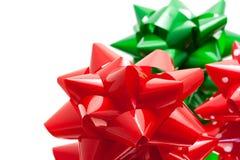 Proues rouges et vertes de cadeau Image stock