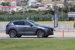 Prov-drev av den andra utvecklingen restyled Mazda CX-5 övergång SUV Royaltyfri Fotografi