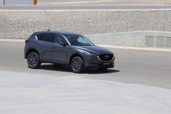 Prov-drev av den andra utvecklingen restyled Mazda CX-5 övergång SUV Royaltyfria Foton