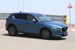 Prov-drev av den andra utvecklingen restyled Mazda CX-5 övergång SUV Royaltyfria Bilder