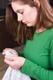 Prova de engano: marcas lipstic no t-shirt do marido Fotos de Stock Royalty Free