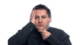 Prova depressa dell'uomo per trovare la soluzione stock footage