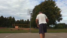 Prove del principiante per giocare pallacanestro archivi video