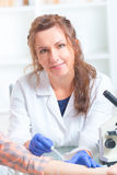 Prove di allergia in laboratorio Immagine Stock Libera da Diritti