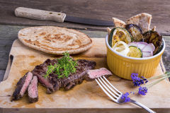 Provencal样式马肉与ratatouille的entrecote牛排和 免版税库存图片