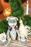 Provence hecha a mano rayó el juguete del oso del tilda en fondo de la Navidad Imágenes de archivo libres de regalías