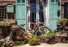 Provence hus och blomma Fotografering för Bildbyråer