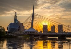 Provencher桥梁和平衡夜的人权加拿大博物馆  库存图片