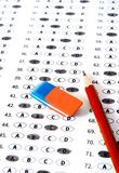 Provi il modulo di risposta con la matita Concetto di istruzione della prova dell'esame Fotografia Stock