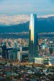Providencia和Las Condes区全景有Costanera的在圣地亚哥de智利集中摩天大楼 免版税图库摄影