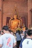 Province d'Ayutthaya, Thaïlande, le 29 novembre 2015 : beaucoup de personnes pour faire un mérite au temple Photo stock