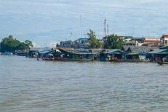 Province de Chhnang de Kampong la maison de rivière de makong près de la montagne de kongrie au Royaume du Cambodge près de la fr Photographie stock