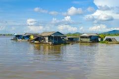 Province de Chhnang de Kampong la maison de rivière de makong près de la montagne de kongrie au Royaume du Cambodge près de la fr Images libres de droits