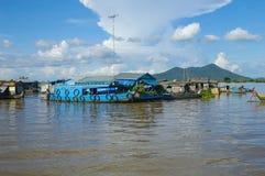 Province de Chhnang de Kampong la maison de rivière de makong près de la montagne de kongrie au Royaume du Cambodge près de la fr Images stock