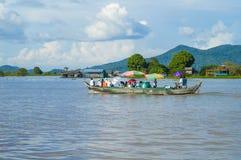 Province de Chhnang de Kampong la maison de rivière de makong près de la montagne de kongrie au Royaume du Cambodge près de la fr Image stock