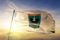 Province occidentale de Sumatra du tissu de tissu de textile de drapeau de l'Indonésie ondulant sur le brouillard supérieur de br illustration libre de droits