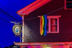 Provincetown马萨诸塞2017年8月在鳕鱼角Provincetown末端有居民和游人的多同性恋人口 免版税库存图片