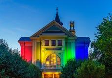 Provincetown马萨诸塞2017年8月城镇厅在鳕鱼角Provincetown末端有的居民的多同性恋人口 库存照片