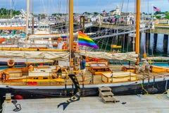 Provincetown,鳕鱼角,马萨诸塞,美国- 2017 8月15日,在小游艇船坞乘快艇,运送,小船 库存图片