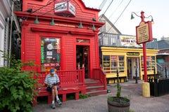 Entspannung an der Geschäftsstraße in Provincetown Stockfotografie