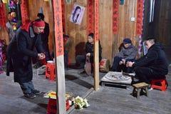 "PROVINCIA de GUIZHOU, †de CHINA ""CIRCA DICIEMBRE DE 2018: El ritual que redime el voto imagen de archivo"