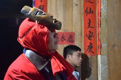 """PROVINCIA de GUIZHOU, †de CHINA """"CIRCA DICIEMBRE DE 2018: El ritual que redime el voto imagen de archivo libre de regalías"""