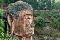 PROVINCIA DE LESHAN, SICHUAN, CHINA, CIRCA SEPTIEMBRE DE 2017: El detalle del gigante Buda de Leshan Foto de archivo libre de regalías