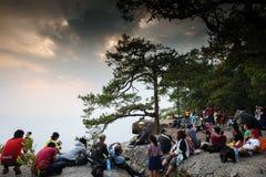Provincia de Loei, Tailandia 21 de febrero de 2016: Los turistas están esperando la puesta del sol hermosa en el área escénica, P Imagenes de archivo