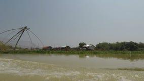 Provincia di Battambang, Cambogia - circa marzo 2018: viaggio della barca da Siem Reap a Phnom Penh stock footage