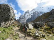 Provincia di Cusco, Perù - 8 maggio 2016: Un giovane gruppo di internati immagini stock