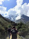 Provincia di Cusco, Perù - 8 maggio 2016: Un giovane gruppo di internati fotografia stock
