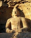 PROVINCIA di DATONG, SHANXI, CINA - grande Buddha di seduta nelle grotte di Yungang Fotografia Stock