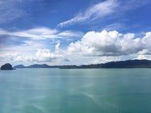 Provincia di Krabi thailand La vista sulle isole distanti fotografia stock