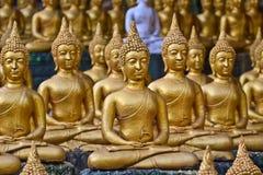 Provincia di Vientiane: 1? maggio 2019, statua di Buddha in Wat Sinxayyaram, il giardino di buddismo fotografia stock libera da diritti