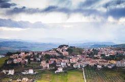 Provincie van Fermo, Italië Dorp op een Heuvel Royalty-vrije Stock Foto