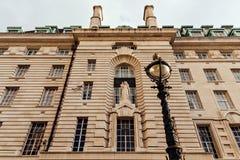 Provinciehuisvoorgevel in Londen, het UK royalty-vrije stock afbeelding